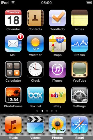 iPod_Touch_1st_Gen_V3_01